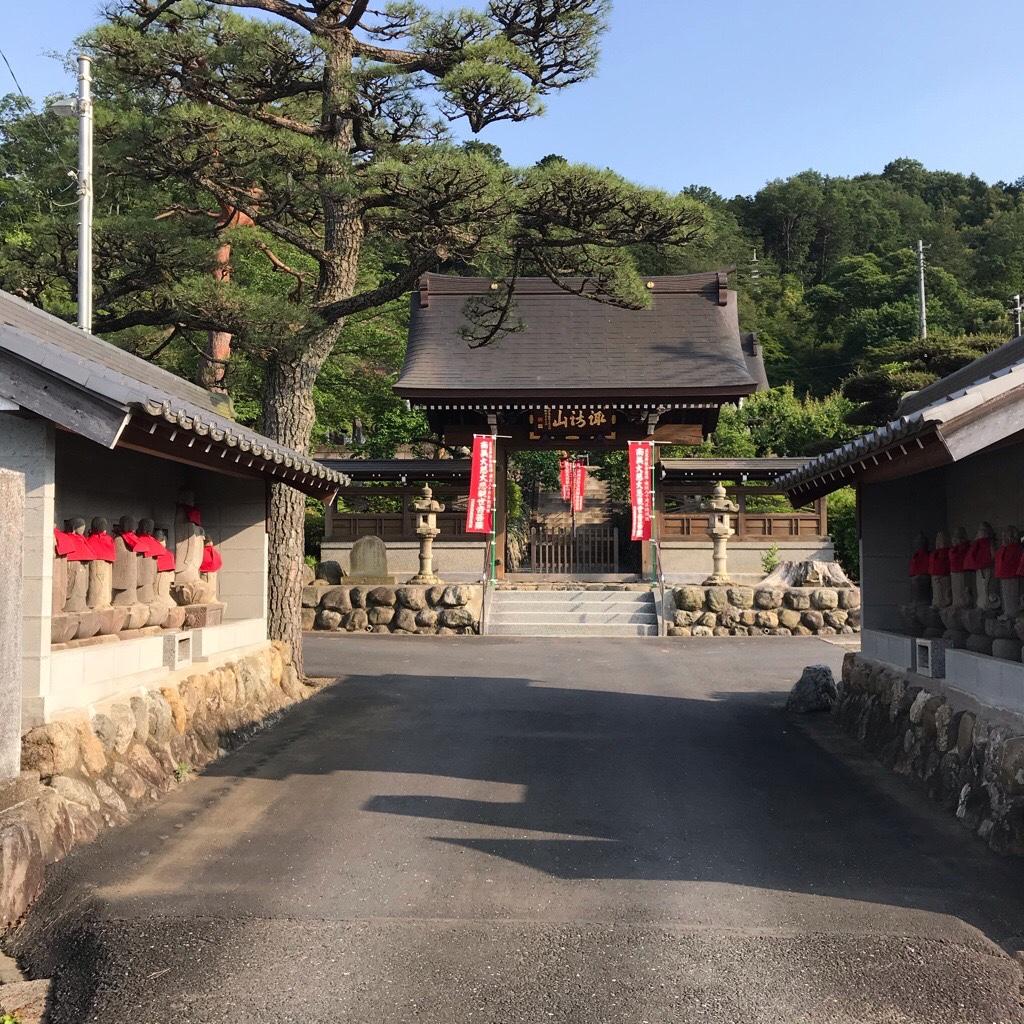 高正寺入り口の六地蔵